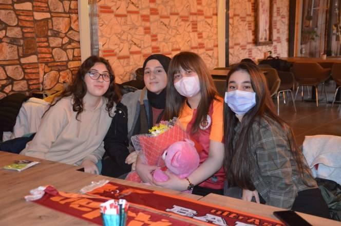 Lenf Kanseri Lise Öğrencisi Melike Gün'e Destek Verdiler 9