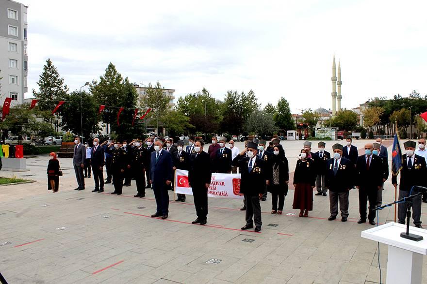 """Bafra'da """"19 Eylül Gaziler Günü"""" düzenlenen törenle kutla 12"""