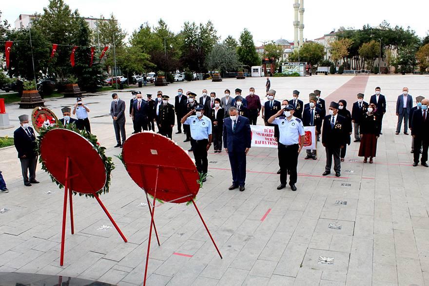 """Bafra'da """"19 Eylül Gaziler Günü"""" düzenlenen törenle kutla 7"""