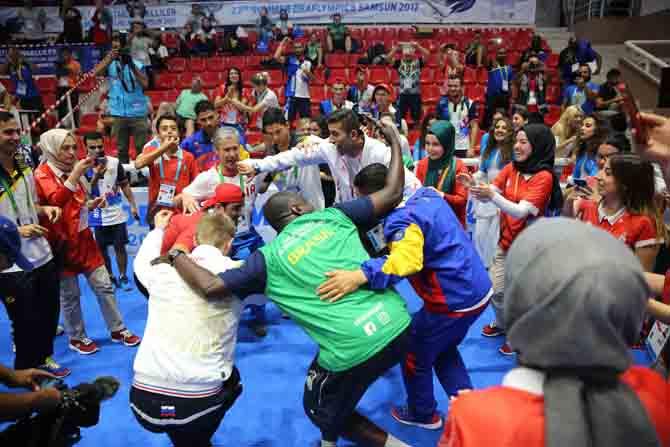 İşitme engelli sporcular birlikte dans etttiler 3