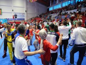 İşitme engelli sporcular birlikte dans etttiler
