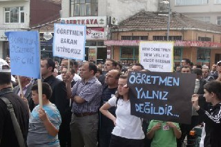 BAFRA  ÖĞRETMENLERİNE SAHİP ÇIKTI.