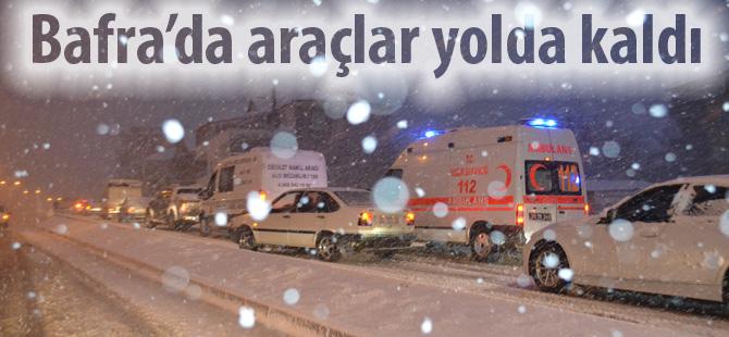 Bafra'da kar trafiği felç etti