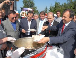 Balkan Türkleri Derneğinden Etli Kazan Pilav Günü