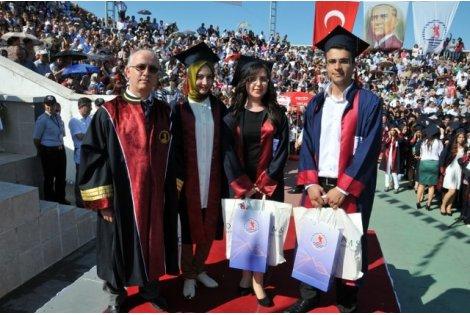 Eğitim Fakültesi Bin 800 Mezun verdi