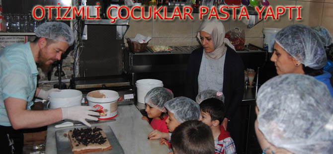 Otizmli çocuklara pasta yapımı etkinliği