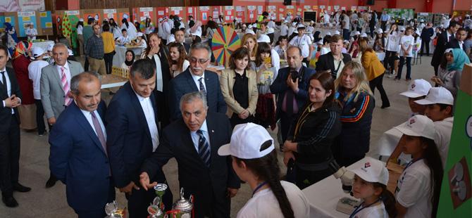 Atatürk Ortaokulu`nda bilim fuarı ve resim sergisi