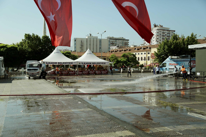 İlkadım Meydanı her gün demokrasi nöbetine hazırlıyorlar