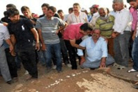Şehidin tabutunda Türk Bayrağı yok