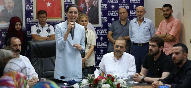 Karaaslan, AK Parti Bafra İlçe Başkanlığında partililerle bir araya geldi.