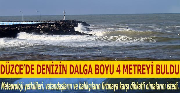 Düzce'de Denizin Dalga Boyu 4 Metreyi Buldu