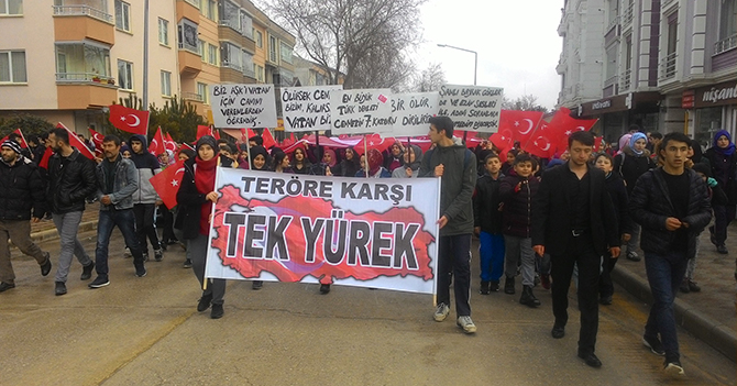 """Vezirköprü'de öğrencilerden """"teröre lanet"""" yürüyüşü"""