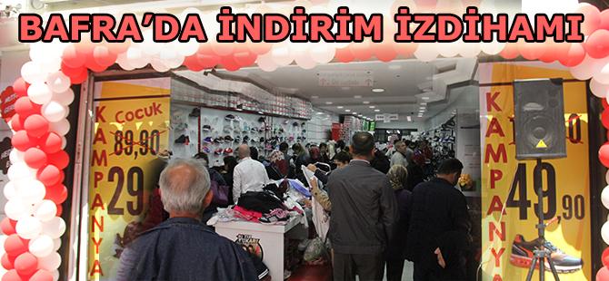 Bafra'da Ayakkabı Mağazasında İndirim İzdihamı