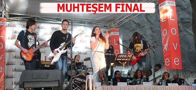Müzik Yarışmasında Muhteşem Final