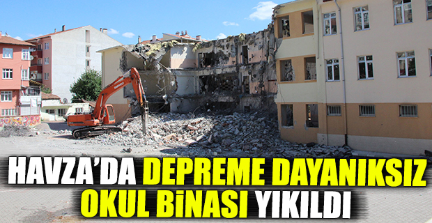 Havza'da depreme dayanıksız okul binası yıkıldı