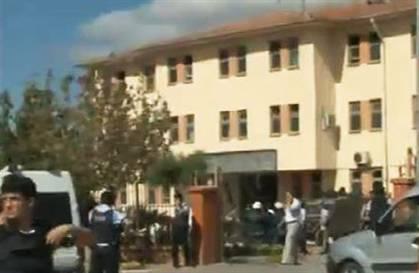 POLİS MERKEZİNE BOMBALI SALDIRI:1ŞEHİT