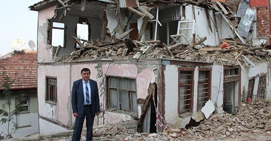 Havza'da metruk binalar yıkılıyor