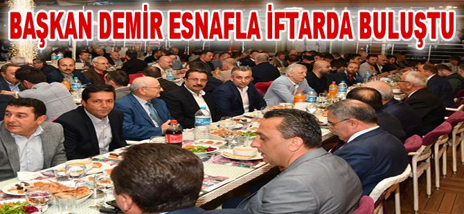 Başkan Mustafa Demir, esnafla iftar sofrasında buluştu