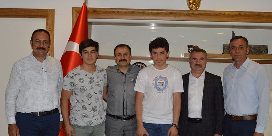 LGS Şampiyonundan Başkan Özdemir'e Ziyaret