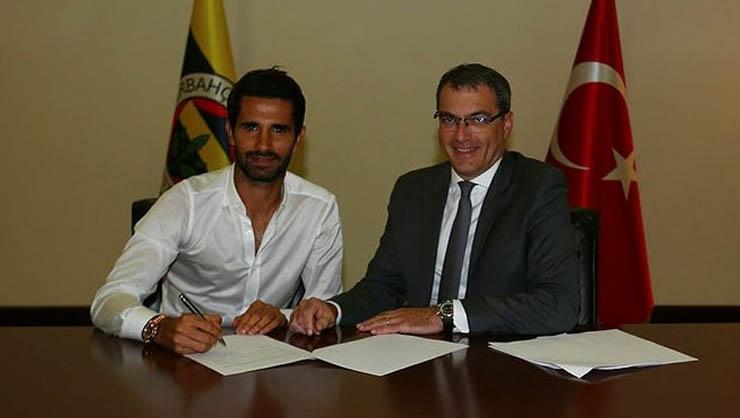 Alper Potuk Yeni Sözleşme İmzaladı