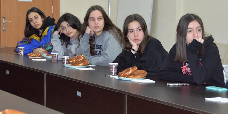 Geleceğin Bilim Kadınları Doç. Dr. Ayşenur Büyükgöze Kavas ile Buluştu