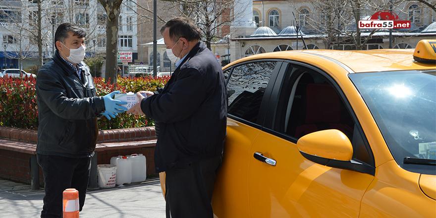 Havza Belediyesi Taksi Duraklarına Maske Dağıttı