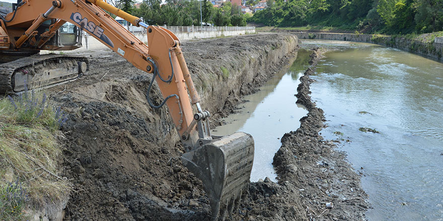 Havza'da Irmak Yatağı Temizleniyor