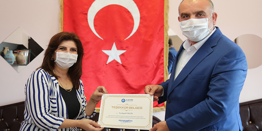 Canik Belediyesi'nden maske üreten gönüllü personele teşekkür belgesi