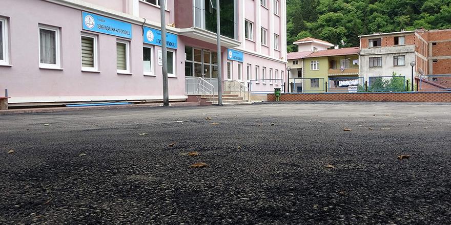Okul Bahçelerine Dökülen Asfalt Tehlikeli
