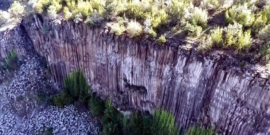 5 Milyon Yıllık Prizma Kayalıklar Görenleri Şaşırtıyor