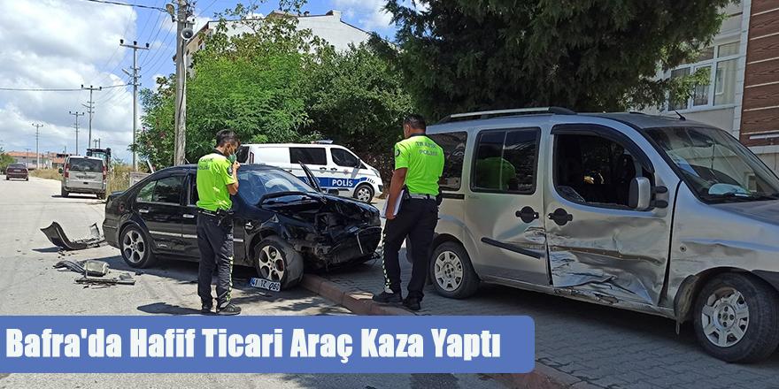 Bafra'da Hafif Ticari Araç Kaza Yaptı