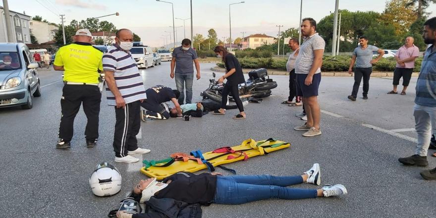 Terme'de Motosiklet Kazası 2 yaralı