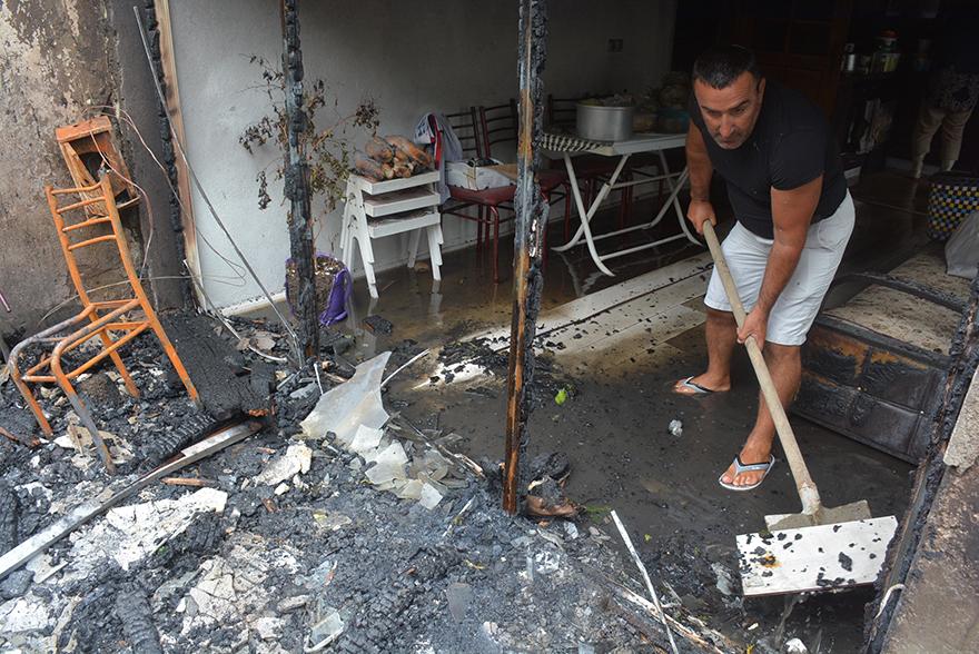 Sinop Demirci Köyünde 2 Katlı Ev Küle Döndü