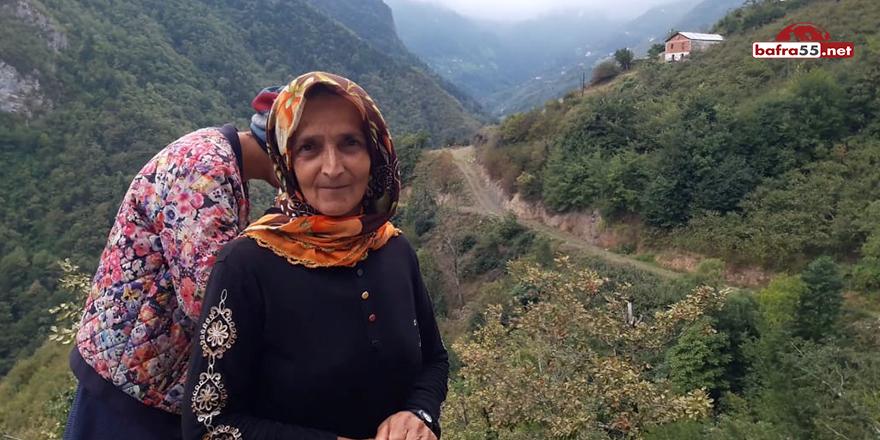 Trabzon'da engelli kızı ile birlikte evinin yolunun yapılmasını bekliyor