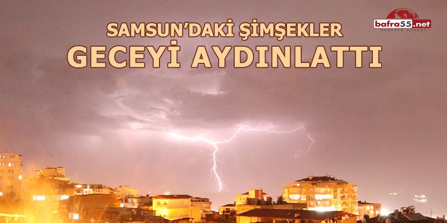 Samsun'daki şimşekler geceyi aydınlattı