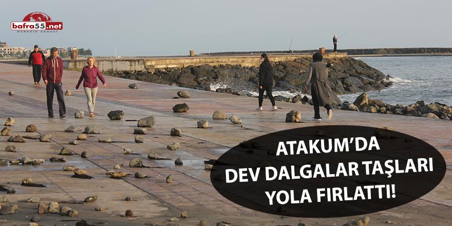 Atakum'da dev dalgalar taşları yola fırlattı!