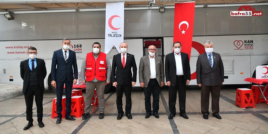 Başkan Demir'den Kızılay'a kan bağışı
