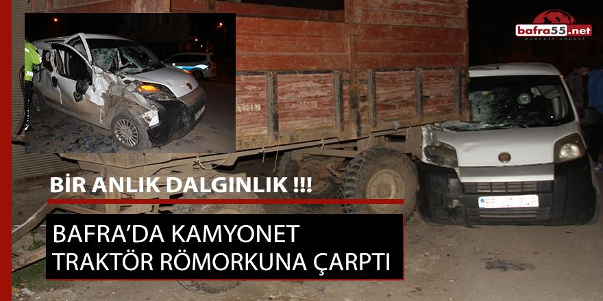 Bafra'da kamyonet traktör römorkuna çarptı