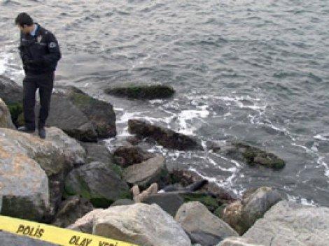 Polis denizde kadın cesedi aradı