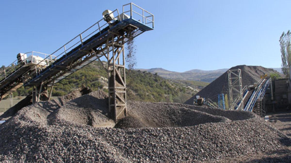 Kum çakıl hırsızlığı devam ediyor