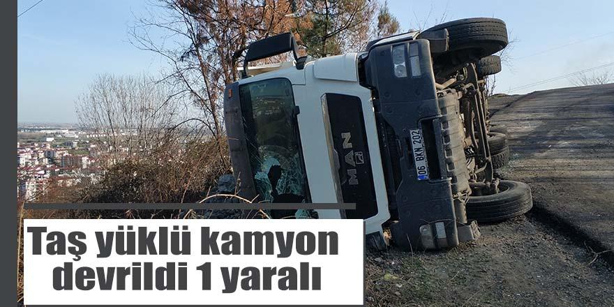 Taş yüklü kamyon devrildi 1 yaralı