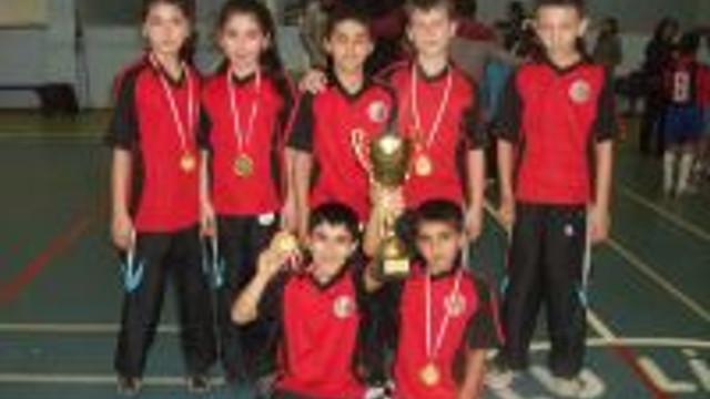 Atatürk İlköğretim badminton'da Türkiye Birincisi