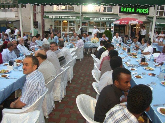 Müftülükten Somalili Öğrencilere İftar Yemeği