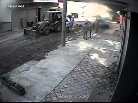 BAFRA'DA İŞ MAKİNASININ ALTINDA KALDI