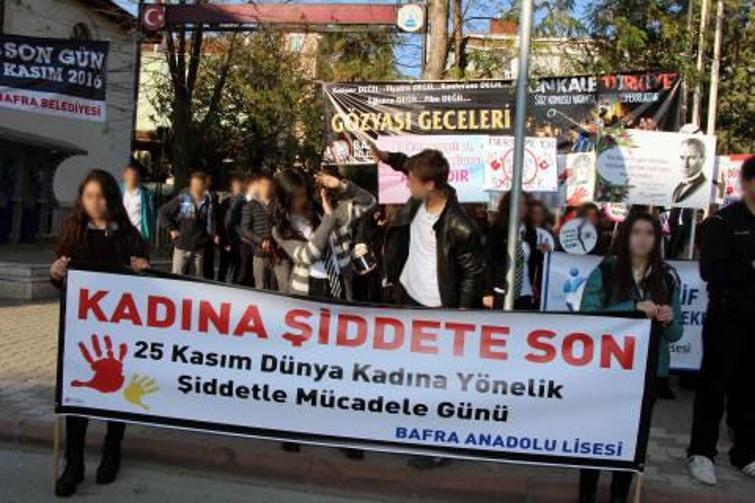 Kadına Şiddete Tiyatrolu Protesto