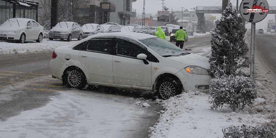 Sinop'ta yağan kar kazalara neden oldu