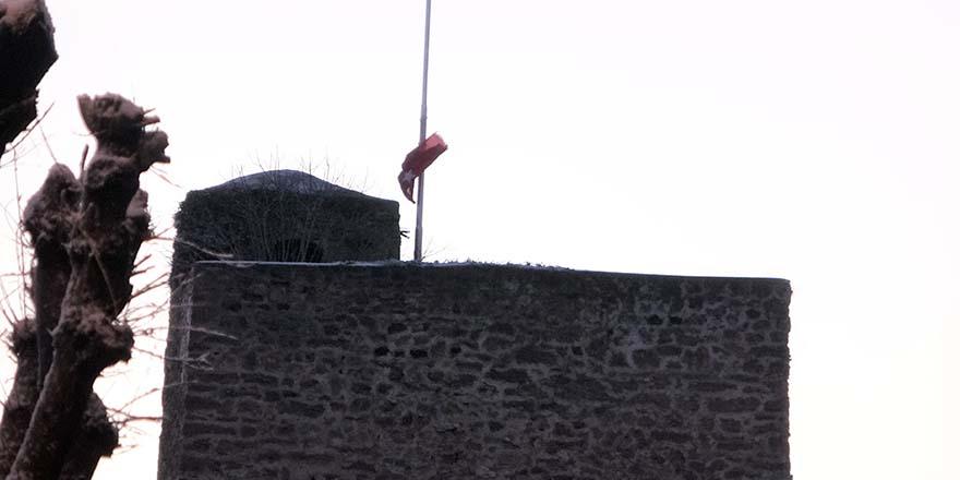 Yırtılan Bayraklara Sinop Belediyesinden anında müdahale