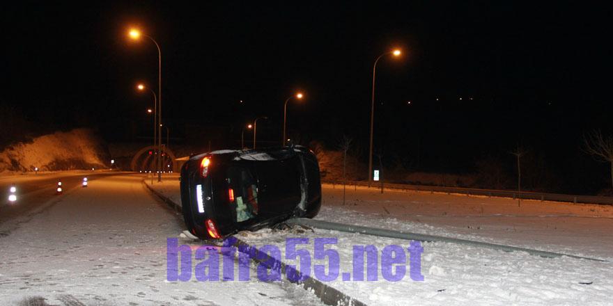 Boyabat'ta kar yağışı kaza yaptırdı
