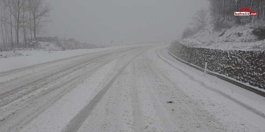 Sinop'ta yağan kar 17 köy yolunu kapattı