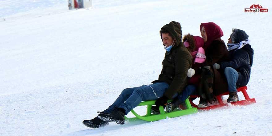 Kış sporlarını sevenler Ladik'e koştu